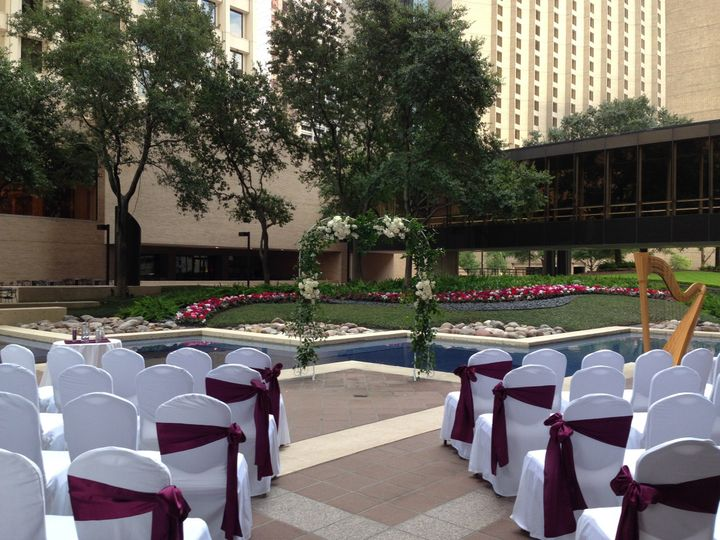 Outdoor Ceremony at Double Tree Hilton Downtown Houston
