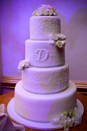 Winter Wedding Cake Flowers