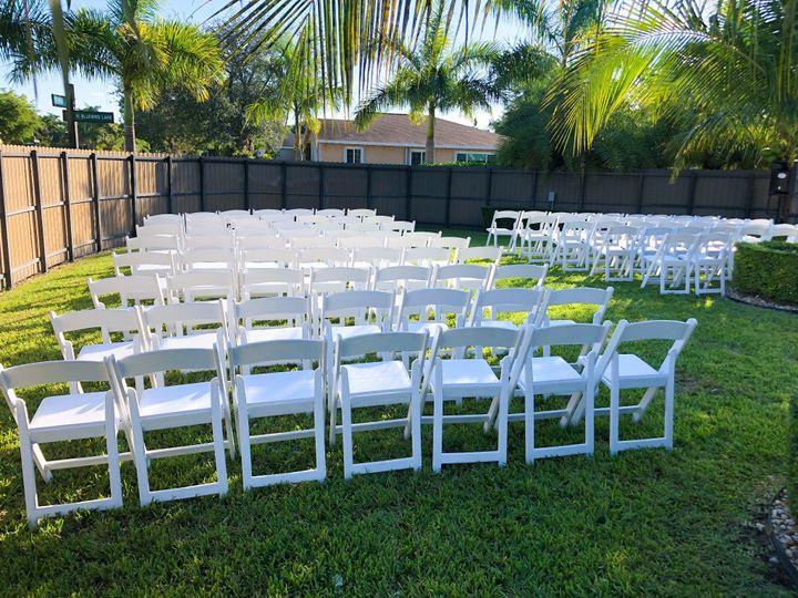 Simple ceremony setup