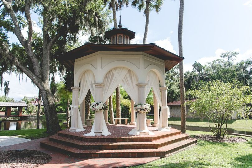 Gazebo with drape and flowers