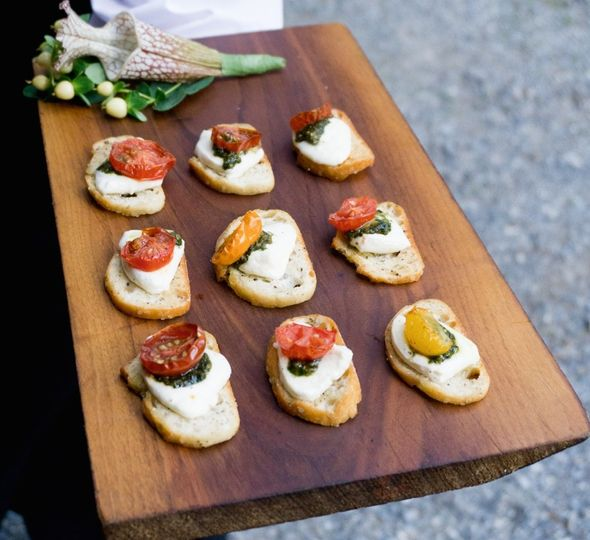 Warm mozzarella canapé with pesto and tomatoes