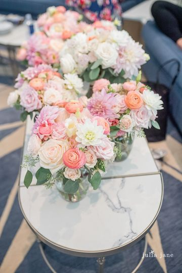 Peach pink bridesmaid bouquets