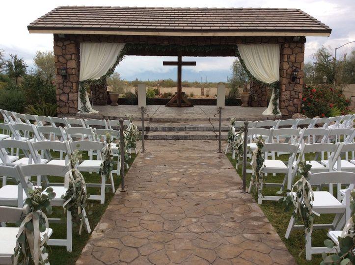 Simple outdoor ceremony