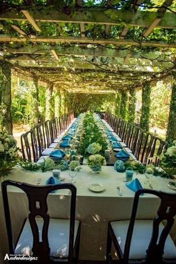Blue & whit long table decor