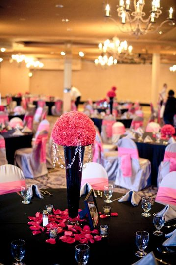 Real wedding. Bold pink, black and gray decor.