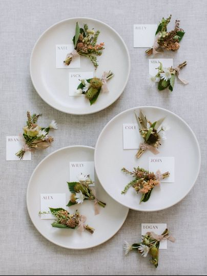 Individual place cards with florals
