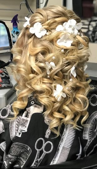Fairytale curls embellished with blossoms