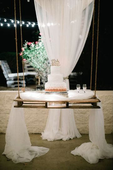 Suspended wedding cake table