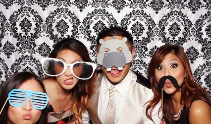 Cool Clique Photo Booth