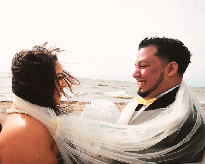 Windswept wedding by the waves - Rocket Lens Photography