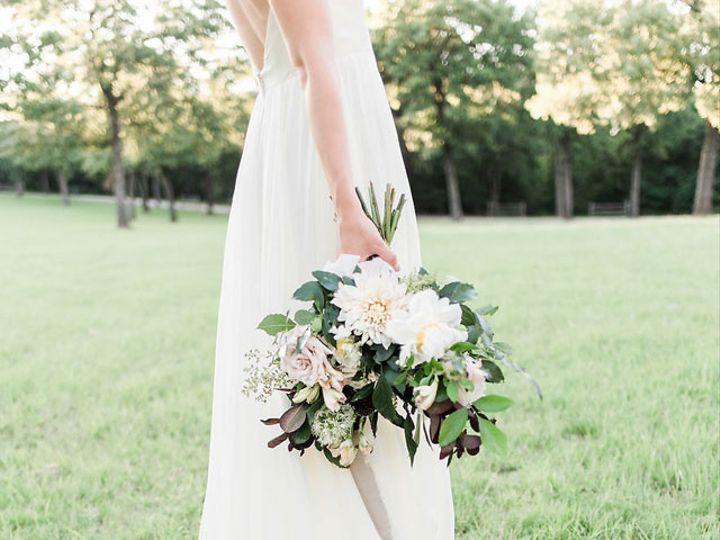 Tmx Gray Door Photography Heirloom Bridal Portraits Amongst Texas Oaks 28 51 560163 V1 Cedar Hill, TX wedding florist