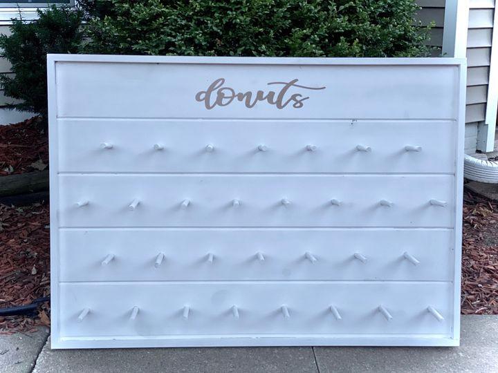 Tmx Donut Wall White 51 1891163 159621806372918 Davenport, IA wedding rental