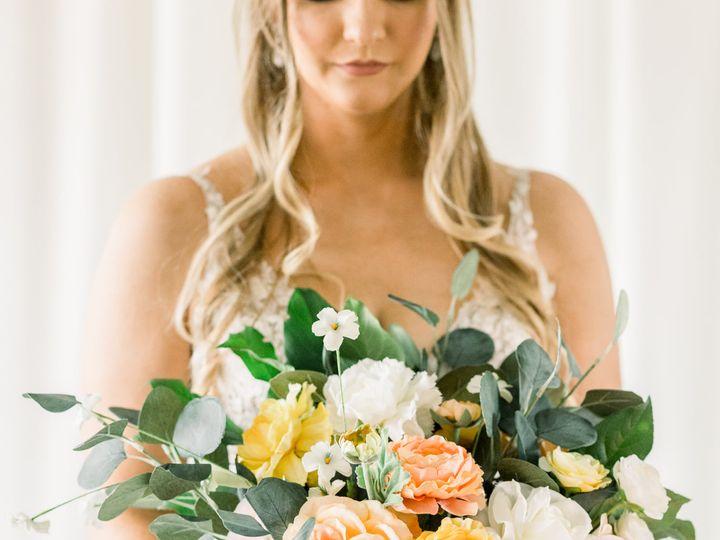 Tmx Photo Shoot 3 Bouquet 51 1891163 161793669341036 Davenport, IA wedding rental