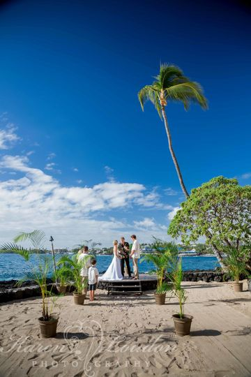 Sunset Cove ceremony at Royal Kona Resort © Karen Loudon Photography