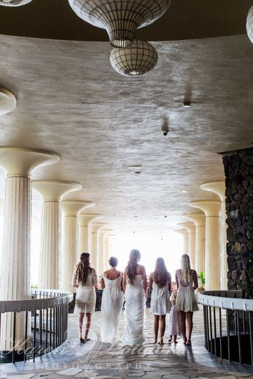 Royal Kona Resort bridal party © Karen Loudon Photography