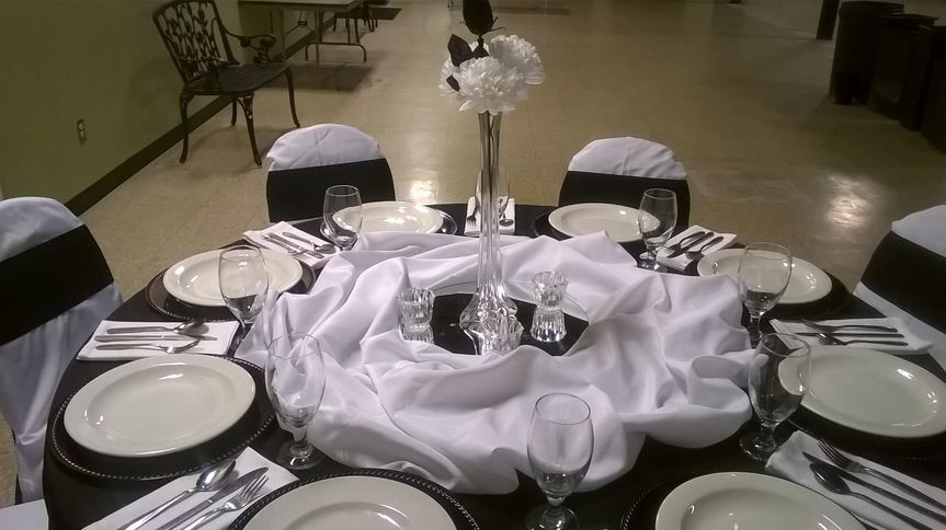 Classy Black & White Table Decorations for Formal Occasions