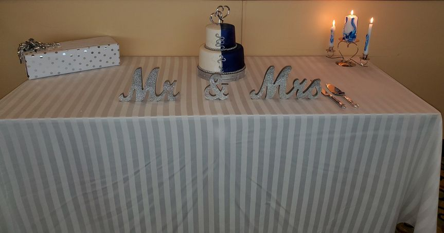 Mr and Mrs cake table