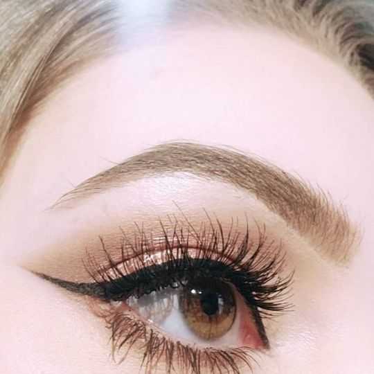 Precise liner and wispy lashes