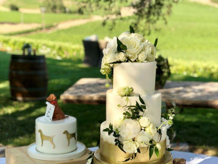 Tmx 1539217026 1bedc000664eb8a6 1539217024 952c3897e2131980 1539217023243 29 Gold And White 2 Napa, California wedding cake