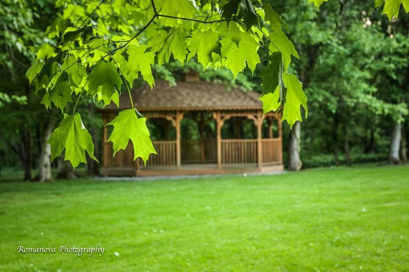 Ceremony gazebo in dazzling green