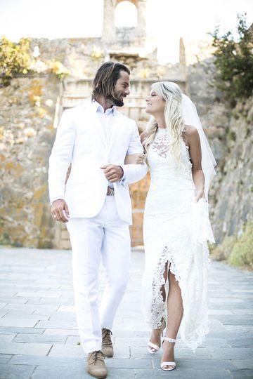 All in white theme wedding.