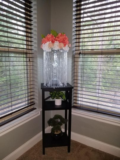Lighted chandelier with flowers