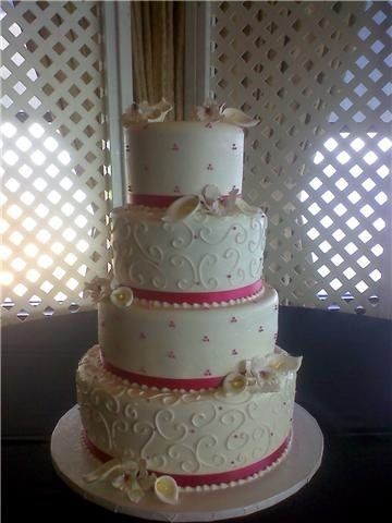 Wedding cake with a touch of pink