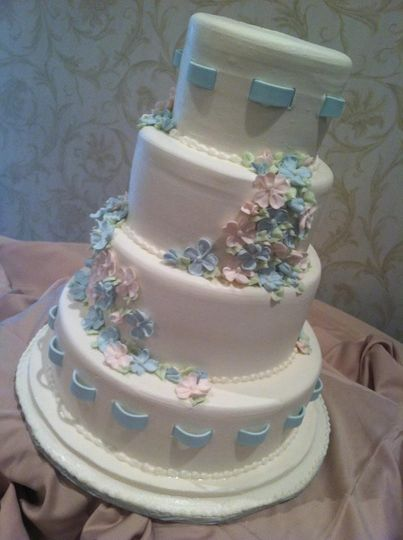 Wedding cake with a touch of blue
