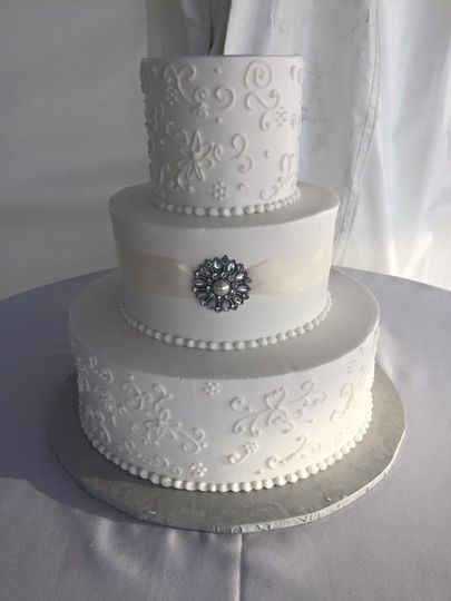 Cake with a touch of silver