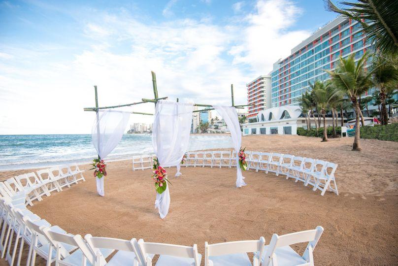 Round beach ceremony