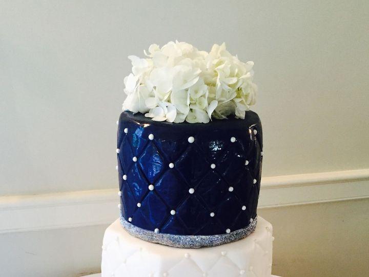 Tmx 1516165772 0e822933a3807418 1516165771 4a946f233c44e0e6 1516165769551 4 IMG 4616 Redmond, WA wedding cake