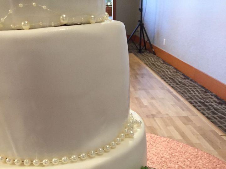 Tmx 1516165877 E5cfc0030d9d33d1 1516165876 4ae4d6d375b42c14 1516165865970 20 IMG 4595 Redmond, WA wedding cake