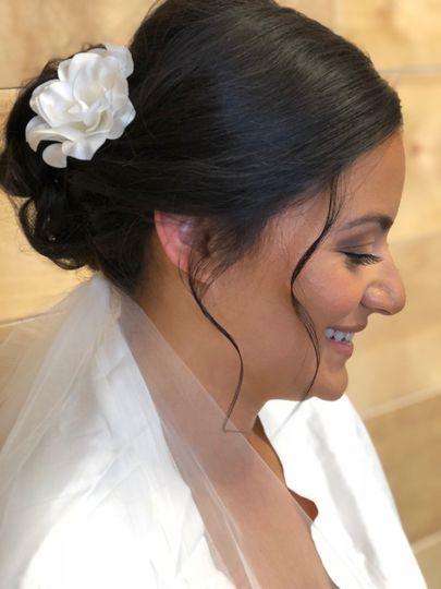 Beautiful bridal updo with vei