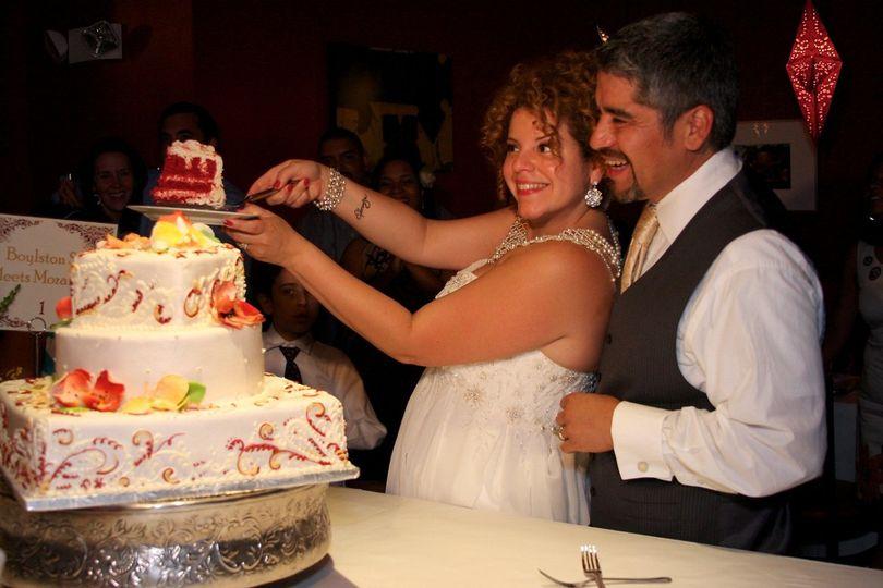 Couple cake cutting