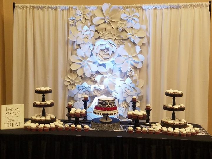 black and red cake table