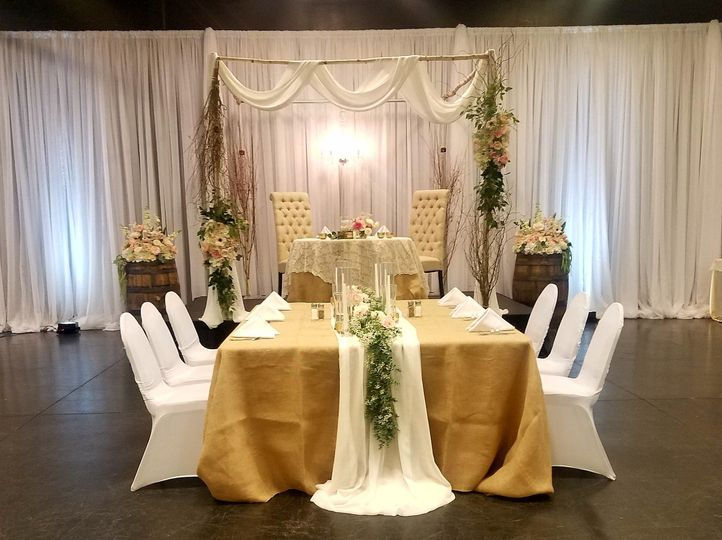 800x800 1505488273905 head table i do