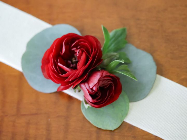 Tmx 1534808642 9d2f0b667dc08d5f 1534808640 2f359a28ef405ec7 1534808637215 14 IMG 6600 Quincy, Massachusetts wedding florist