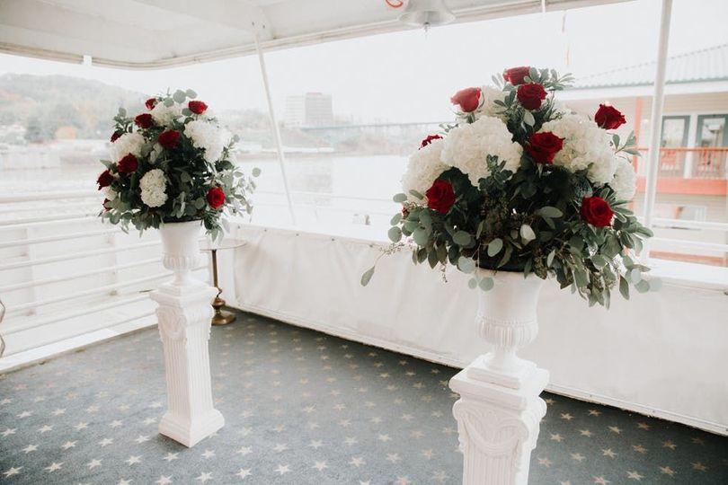 18c80ffaa69322c3 1533138829 55ceb7d9e8865e1e 1533138827571 2 Ceremony Flowers 3