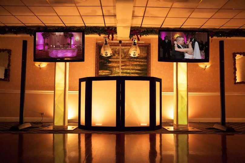 Kinetic frontboard, 2 plasmas, Bose soundsystem