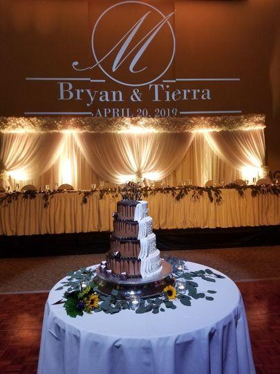 Beautiful cake / drapery decor