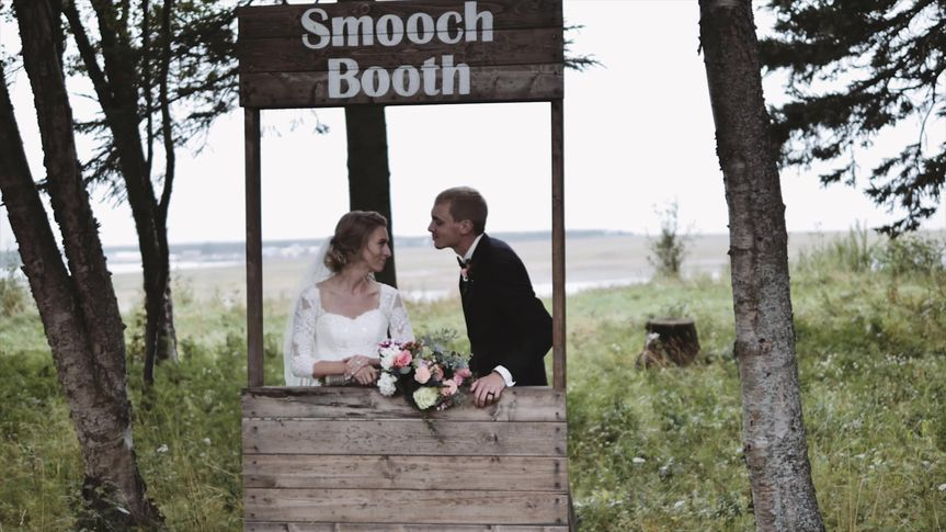 Smooch booth