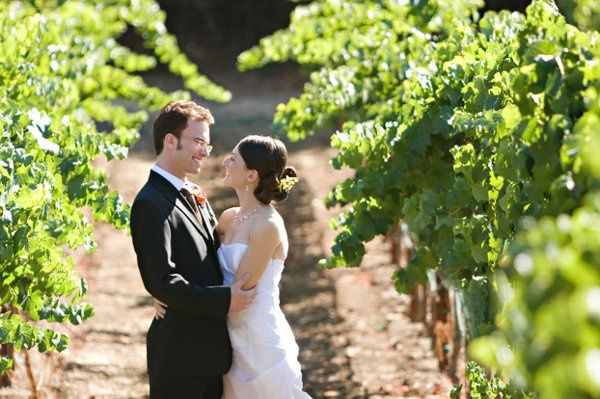 Bride & Groom Couple kissingVineyard