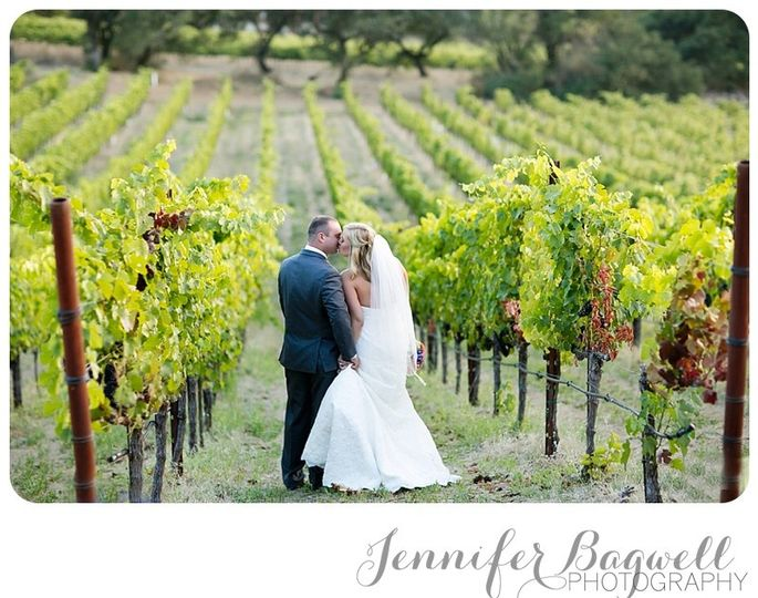 800x800 1490221899245 wedding couple in vineyard