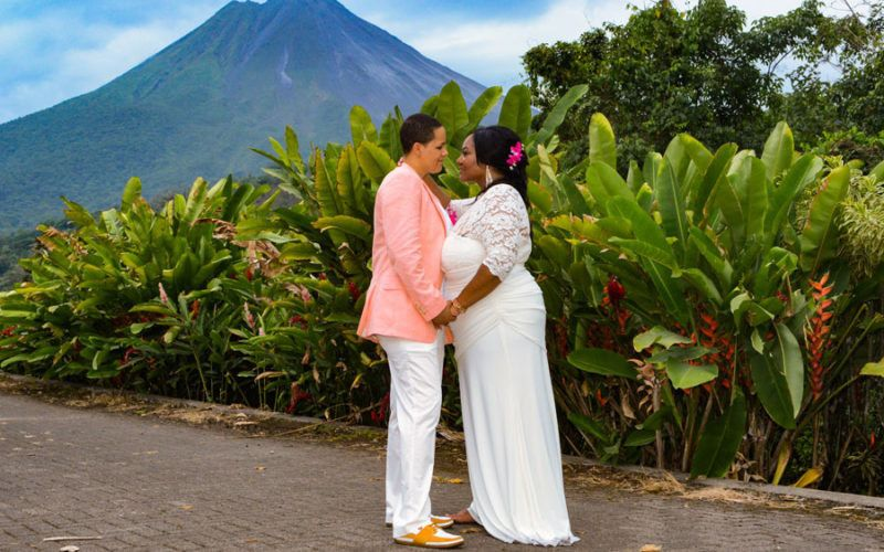 couples tavia aria wedding nayara hotel arenal vol