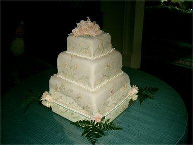 Tmx 1310484224385 384288csupload25276933 Natchez wedding cake
