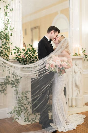 Newlyweds kiss | Amy Rizzuto Photography
