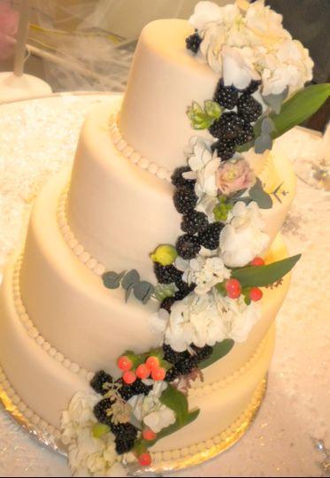 Dawn\'s Couture Cakes - Wedding Cake - Ottumwa, IA - WeddingWire