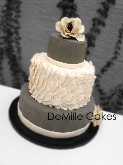 sm ruffle cake