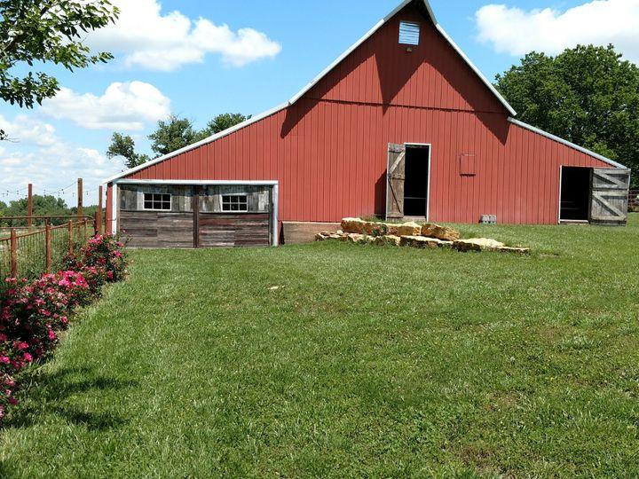 Tmx Barn And Roses 51 750173 1566055174 Ozawkie, KS wedding venue