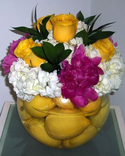 Lemons in a glass bowl with hydrangea and rosesyour guests will smile!